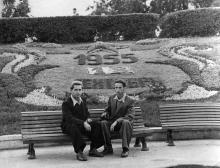 Цветочный календарь в парке Шевченко, под Александровской колонной. Одесса. 18 сентября 1955 г.