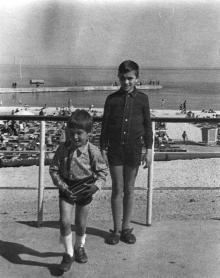На пляже «Чайка». Фотограф Николай Федорович Курцев. Одесса. 9 мая 1972 г.