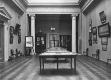 В библиотечном музее. 1910 г.
