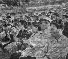 Участники читательской конференции в Зеленом театре. Фото М. Глед. Газета «Большевистское знамя». 29 августа 1950 г.