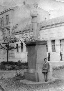 Одесса. Возле дома № 7 по ул. Красной Армии. 1947 г.