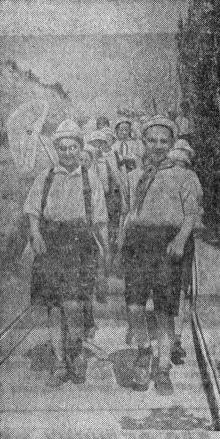 В здравнице украинских пионеров — «Украинском Артеке» начался курортный сезон. На снимке: юные натуралисты направляются на прогулку. Фото А. Фатеева в газете «Большевистское знамя». 26 мая 1951 г.