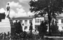 Одеса. Санаторій ім. Чкалова. Лікувальний корпус. Поштова картка. 1950-е рр.