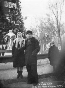На площади Советской армии, елка на старом фонтане. 1954 г.