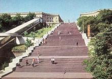 Одесса. Потемкинская лестница. Фото А. Подберезского, Ю. Шашкова. Почтовая открытка из набора 1972 г.
