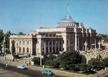 Одесса. Железнодорожный вокзал. Фото А. Подберезского, Ю. Шашкова. Почтовая открытка из набора 1972 г.