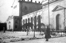 Одесса, на ул. X-летия Красной Армии, 25, перед домом Папудова. Фото из архива Тамары Александровны Красновой. 1930-е гг.