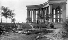 Колоннада Воронцовского дворца, 1942 г.