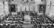 В читальном зале научной библиотеки. Фото в газете «Большевистское знамя». 31 мая 1952 г.