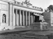 Одесса. Думская площадь. Ремонт правого крыла здания. 1942 г.