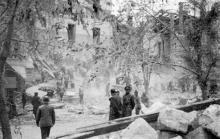 Одесса. Разборка завалов здания румынской военной комендатуры на ул. Маразлиевской, 40, после взрыва 22 октября 1941 г.