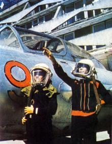 Клуб «Юных летчиков». Фотография В. Вереина и И. Кропивницкого в брошюре-фотоочерке «Пионерлагерь «Молодая гвардия», 1986 г.