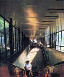 Эскалатор. Фото в путеводителе-справочнике «Одесса», 1984 г.