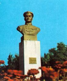 Памятник Г.И. Котовскому. Фото в путеводителе-справочнике «Одесса», 1984 г.