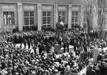 Памятник Ленину на территории судоремонтного завода имени 50-летия Советской Украины. 1970 г.