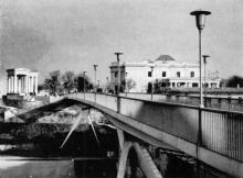 Мост, соединяющий Комсомольский бульвар с Приморским бульваром. Фото из книги «Город-герой Одесса» из серии «Архитектура городов-героев». 1977 г.