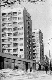 Жилые дома на Комсомольском бульваре. Фото из книги «Город-герой Одесса» из серии «Архитектура городов-героев». 1977 г.
