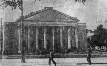 Незабаром в Одесі відкривається новий театр оперети. На фото: фасад театру. Фото Г. Овчаренка. Газета «Чорноморська комуна», 22 серпня 1940 р.