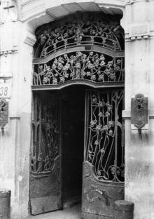 Ворота дома № 38 по улице Франца Меринга