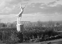 Одесса. Скульптура гимнастки в парке Шевченко. Конец 1941 г.