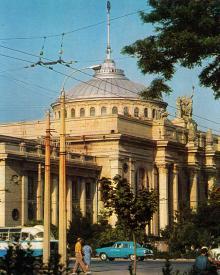 Одесса. Железнодорожный вокзал. Фото А. Шагина. Открытка из набора «Город-герой Одесса». 1969 г.