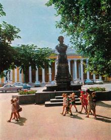 Одесса. Памятник А.С. Пушкину. Фото Дм. Бальтерманца. Открытка из набора «Город-герой Одесса». 1969 г.