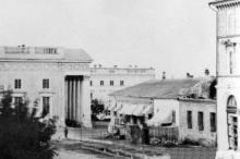 Вид на городской театр с ул. Ришельевской