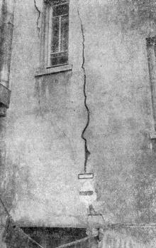 Трещины в доме № 17 по Черноморской улице. Фото в «Генеральной схеме противооползневых мероприятий побережья гор. Одессы». 1940 г.