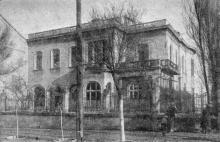 Дом № 17 по Черноморской улице, находящийся в угрожающем положении. Фото в «Генеральной схеме противооползневых мероприятий побережья гор. Одессы». 1940 г.