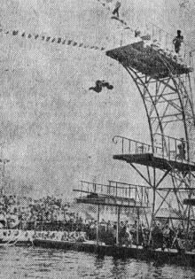 Водный бассейн стадиона Дома офицеров. Фото И. Родионова в газете «Большевистское знамя», 15 августа 1952 г.