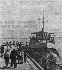 Теплоход «Прут» в Лузановке. Фото в газете «Знамя коммунизма», 26 мая 1953 г.