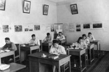 Одесса. Областная партшкола. Кабинет исторических наук. Фото из выпускного альбома 1948-1950 гг.