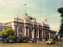 Железнодорожный вокзал. Фото в иллюстрированном буклете «Одесса», 1957 г.