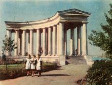Колоннада Дворца пионеров. Фото в иллюстрированном буклете «Одесса», 1957 г.