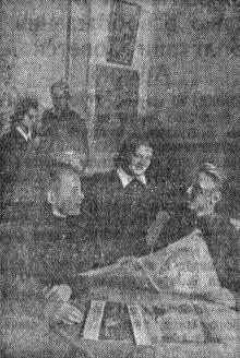 В Одесском санатории Министерства трудовых резервов. В читальном зале библиотеки санатория. Фото Я. Левита в газете «Знамя коммунизма», 22 августа 1952 г.