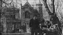 В санатории ВЦСПС № 3 имени Чувырина. Фото Я. Левита в газете «Знамя коммунизма», 11 апреля 1953 г.