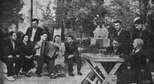 В доме отдыха ВЦСПС № 13 на 7-й станции Большого Фонтана. Фото М. Гледа в газете «Знамя коммунизма», 03 июня 1953 г.