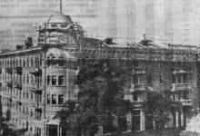 Строящийся дом по ул. Карла Либкнехта, 43. Фото В. Пичхуляна в газете «Знамя коммунизма», 13 июня 1953 г.