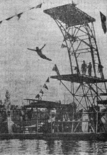 Прыжок с вышки на стадионе ОДО. Фото И. Сомова в газете «Знамя коммунизма» 23 июня 1953 г.