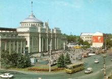 Одесса. Железнодорожный вокзал. Фото А. Рязанцева. Набор открыток «Одесса». 1988 г.
