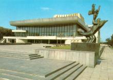 Одесса. Театр музыкальной комедии. Фото А. Рязанцева. Набор открыток «Одесса». 1988 г.