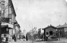 Вид на Архангело-Михайловскую церковь с Троицкой улицы, угол Ришельевской. Фото L.A. Degen. 1870-е гг.