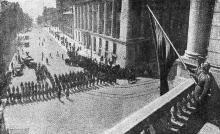 Фото из журнала «Смена»: «В освобоженной Одессе. Красный флаг вновь реет над зданием Оперного театра имени Луначарского», 1944 г.