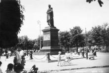 Памятник М.С. Воронцову на Соборной площади