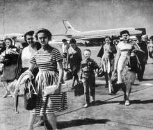 В аэропорту. Фото в буклете «Одесса», 1964 г.