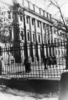 Свердлова угол Р. Люксембург. Фотограф Андрей Онисимович Лисенко. Конец 1940-х гг.