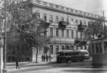Пушкинская угол Карла Либкнехта. Фотограф Андрей Онисимович Лисенко. 1950-е гг.