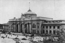 Здание вокзала, фото из буклета, фотографы М. Рыжак, А. Подберезский, 1957 г.