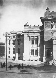 Библиотека незадолго перед открытием. 1907 г.
