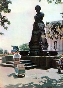 Памятник А.С. Пушкину. Фотография в фотоальбоме «Одесса», 1965 г.
